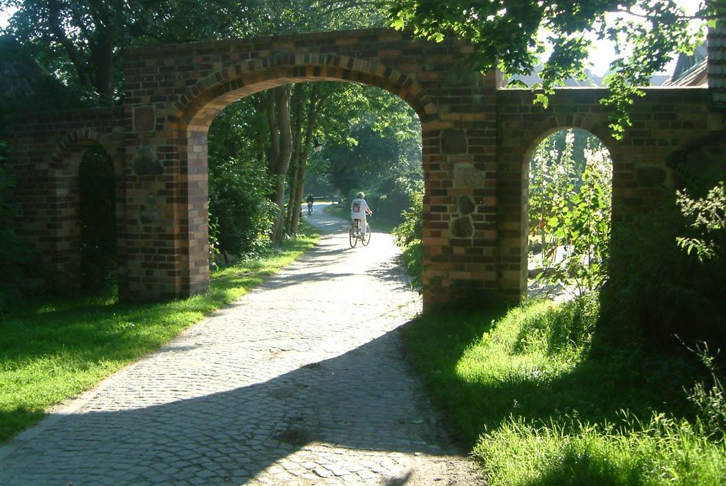 ort_Torbogen_des_alten Klosters_gross